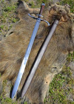 Langes Messer mit Lederscheide