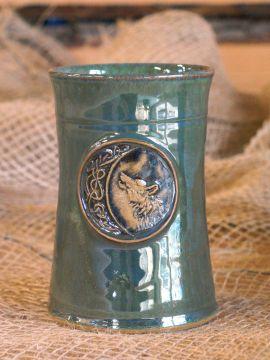 Keramikbecher mit Wolf grün