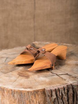 Trippen aus Holz