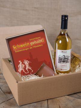 Geschenkbox mit Met, Tonbecher und Buch