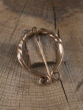Omegafibel gedreht aus Bronze
