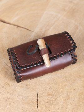 Kleine Gürteltasche mit Holzverschluss antikbraun