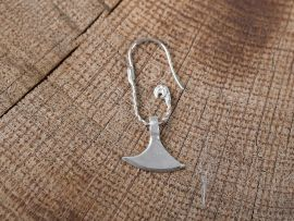 Ohrhänger mit Axtblatt
