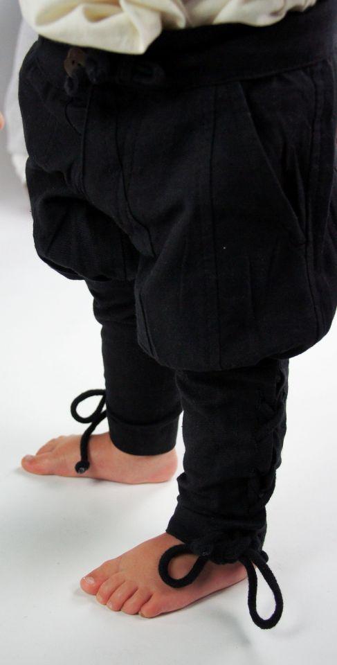 Kinderhose mit Beinschnürung schwarz