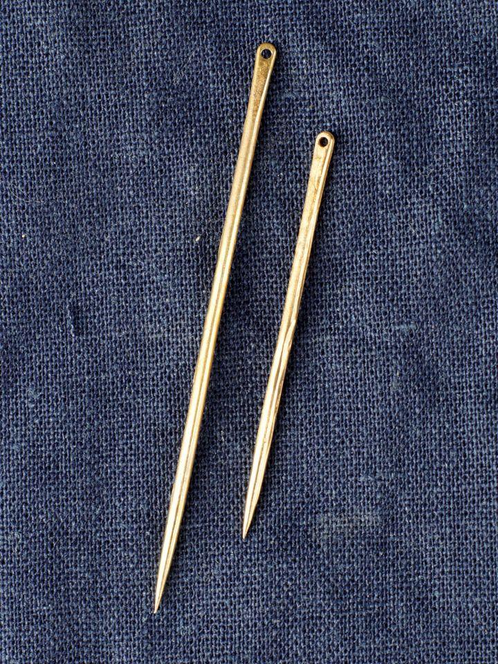 Mittelalterliche Nähnadel aus Messing klein - 5 cm