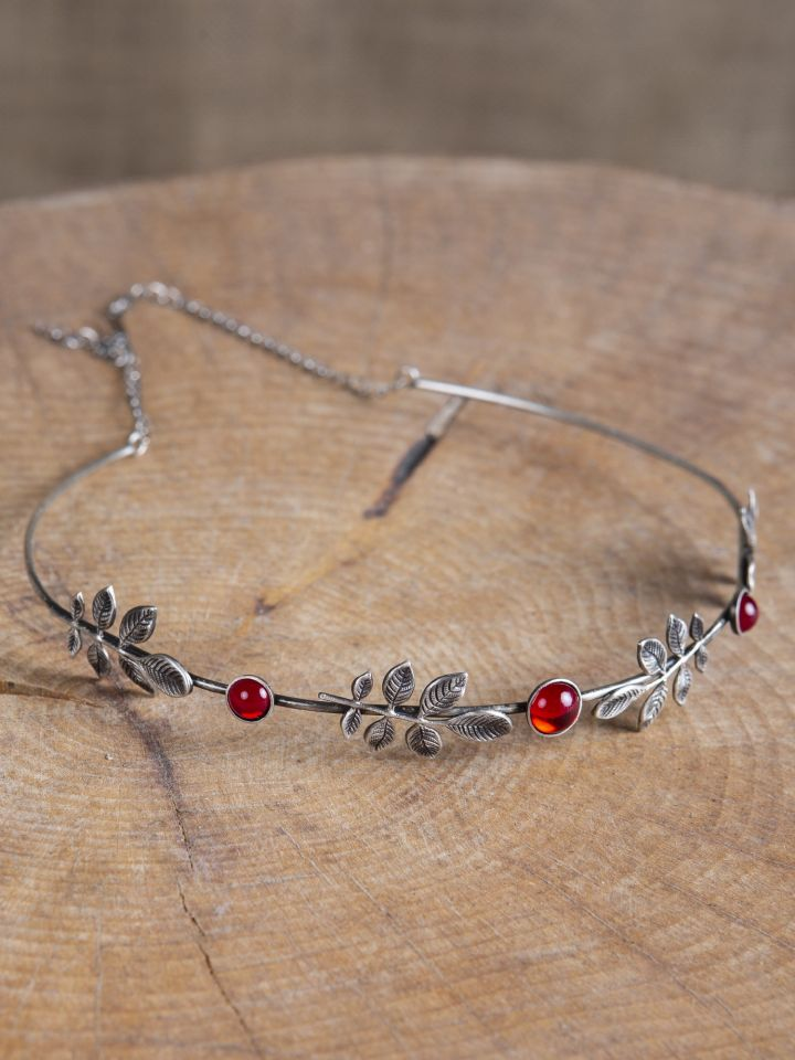 Diadem mit Zweigen und roten Schmucksteinen