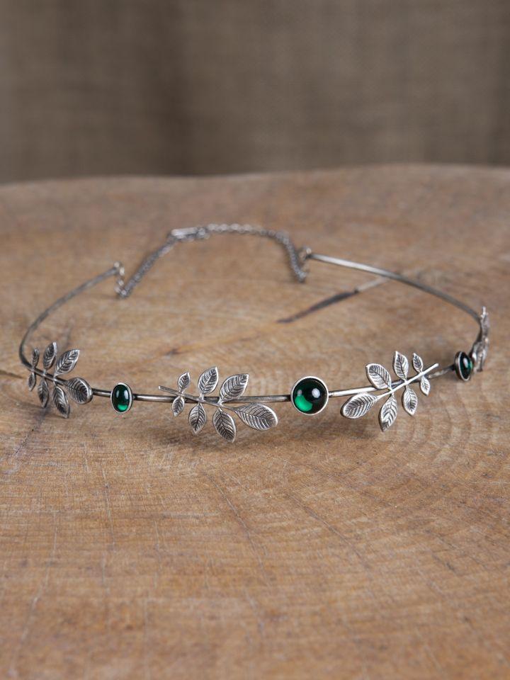 Diadem mit Zweigen und dunkelgrünen Schmucksteinen