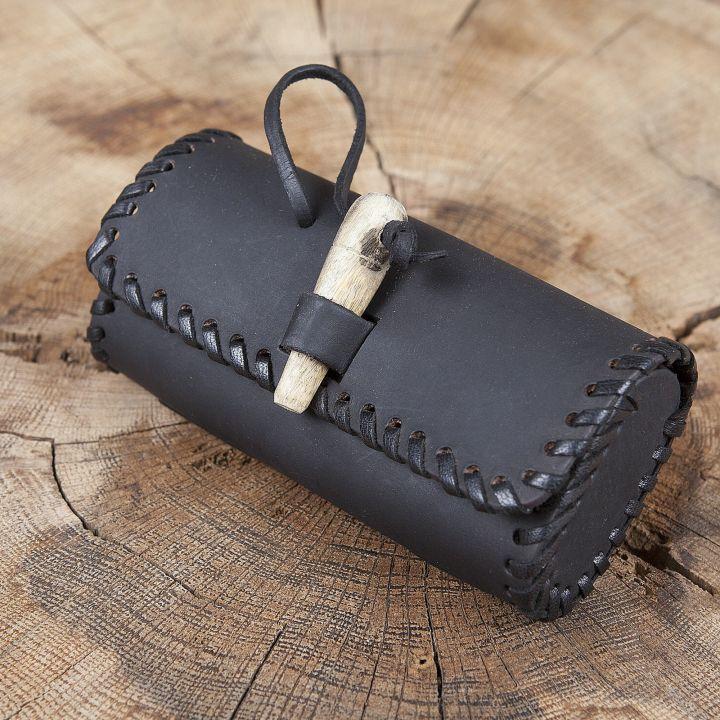 Kleine Gürteltasche mit Holzverschluss schwarz