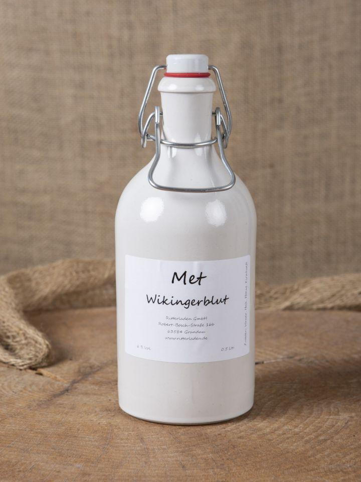 """Met """"Wikingerblut"""" in Tonflasche"""
