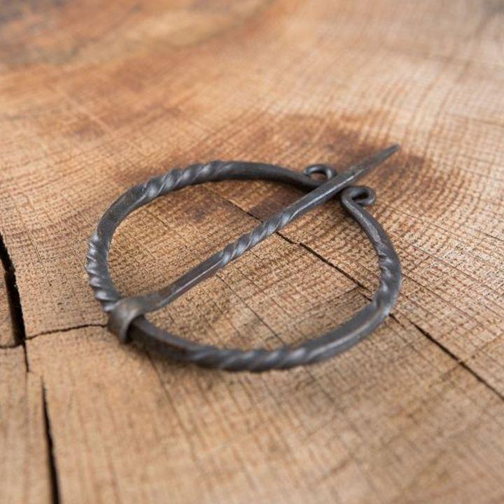 Handgeschmiedete Ringfibel