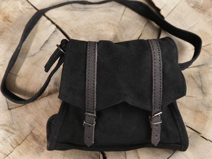 Schwarze Wildledertasche zum Umhängen