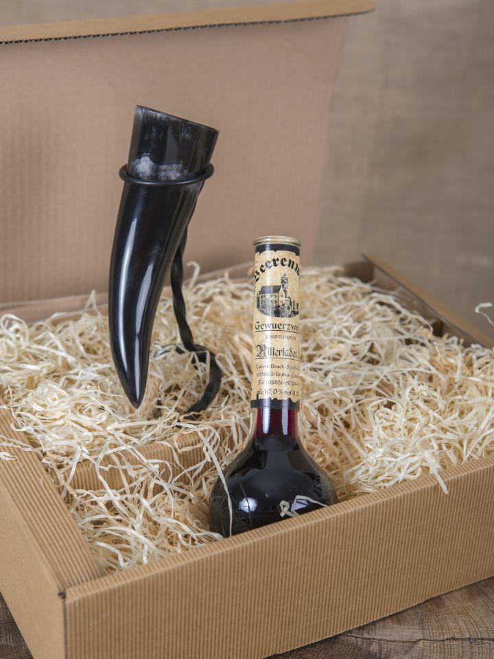 Geschenkbox mit Gewürzwein, Trinkhorn und Ständer