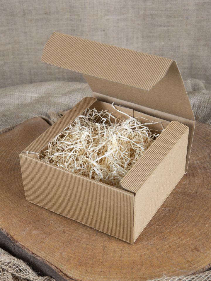 Geschenkbox mit Holzwolle klein