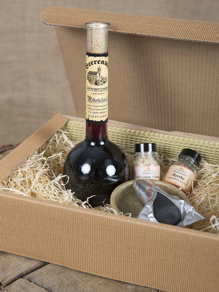 Geschenkbox mit Gewürzwein und Räucherwerk