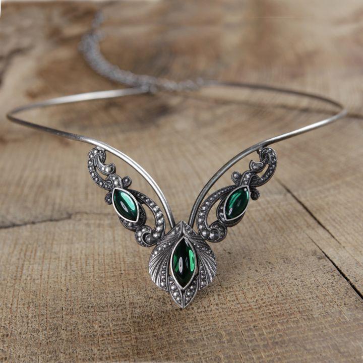 Tiara - Diadem mit grünen Steinen