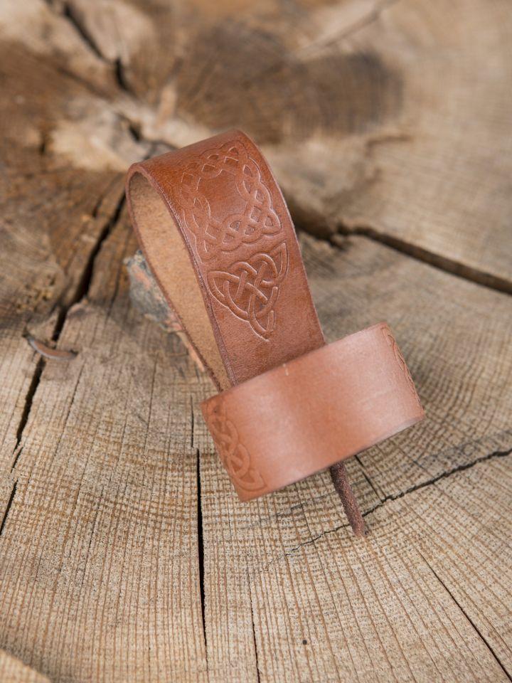 Trinkhornhalter mit keltischer Prägung braun