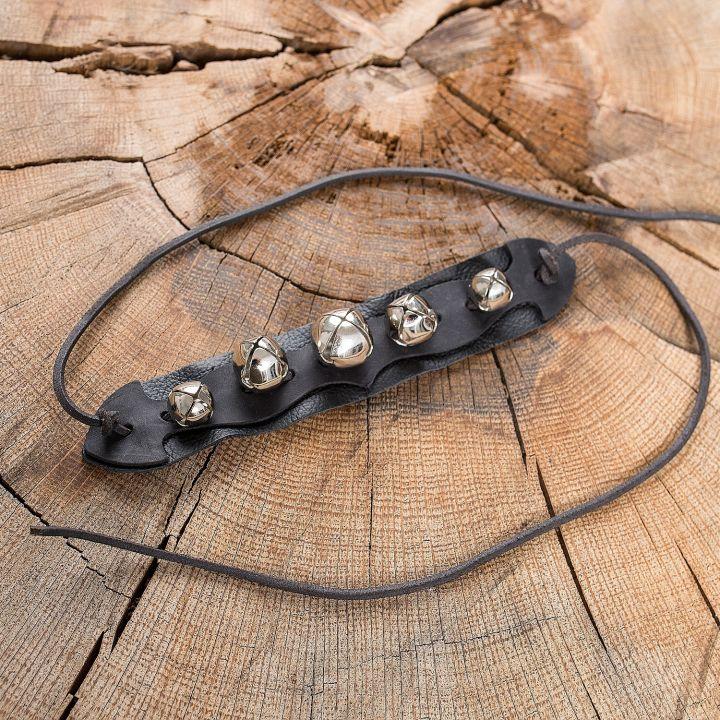 Schellenband auf Leder