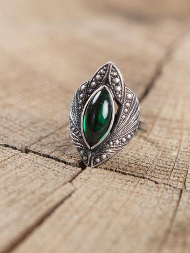Ring mit grünem Schmuckstein