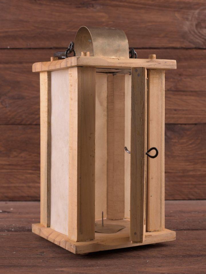 Holzlaterne mit Rohhaut-Fenster