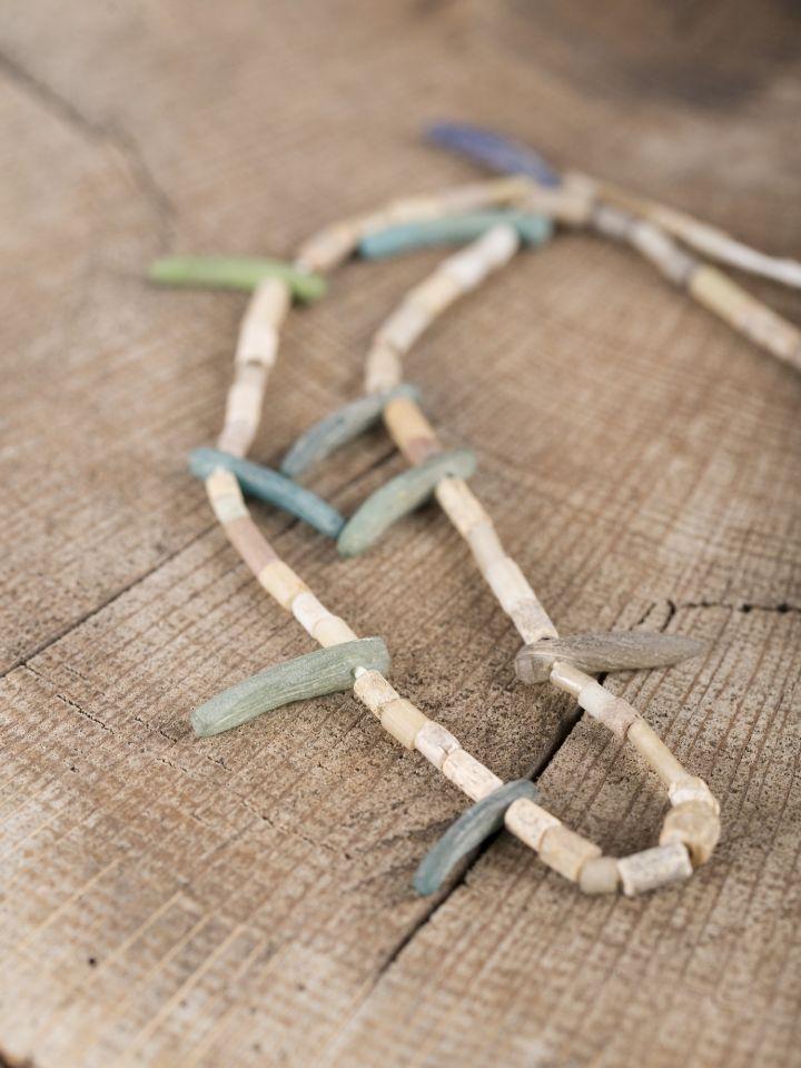 Wikingerkette mit Glas-, Stein- und Keramikperlen