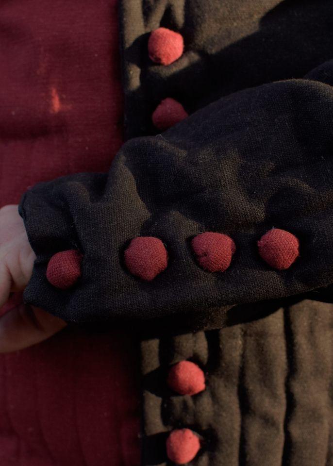 Gambeson/Jupon mit Knöpfen rot-schwarz 2