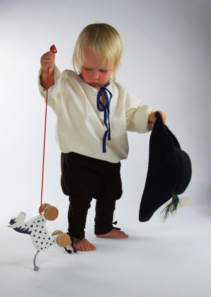 Kinderhose mit Beinschnürung braun 2