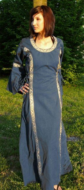 Kleid mit Borte taubenblau 2