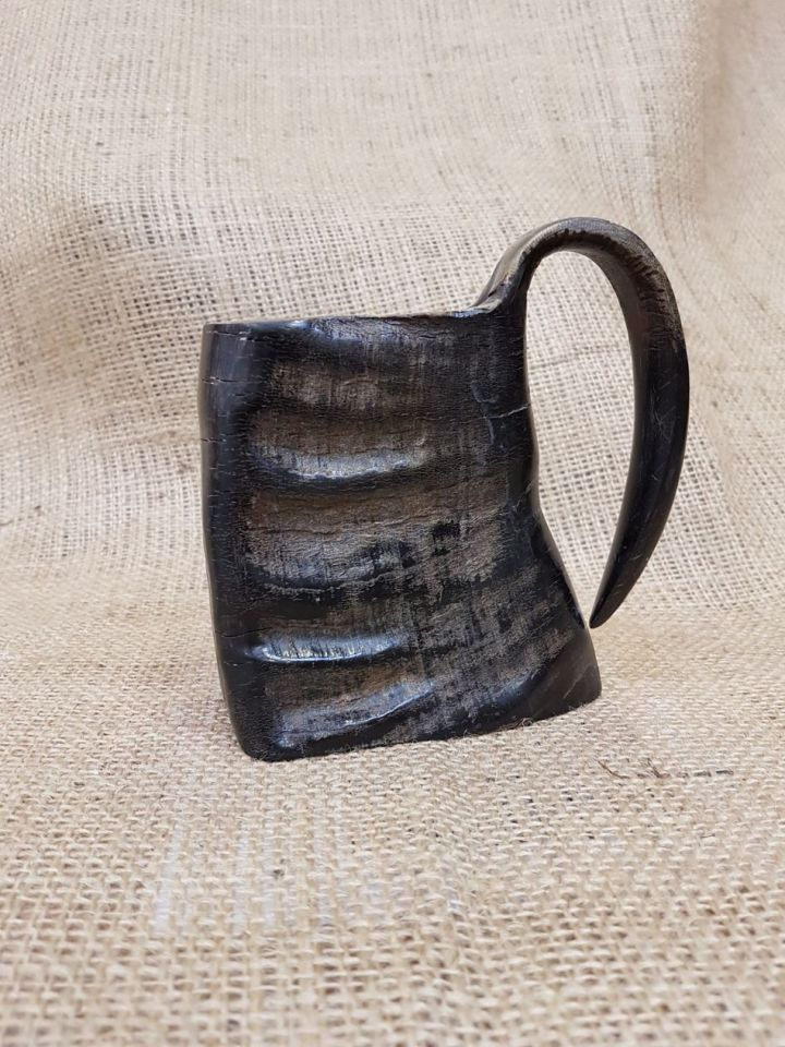 Henkelbecher aus Horn 10 cm 2