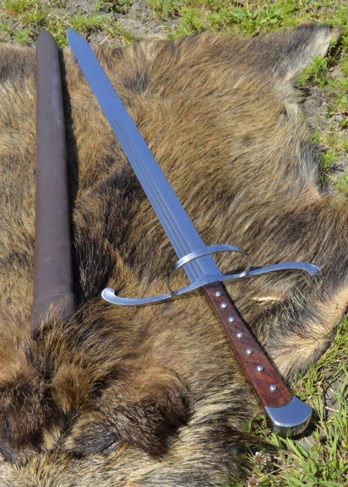 Langes Messer mit Lederscheide 2