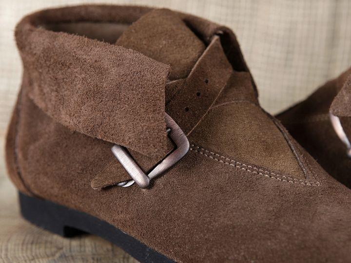 Historische Schuhe mit Schnalle 2