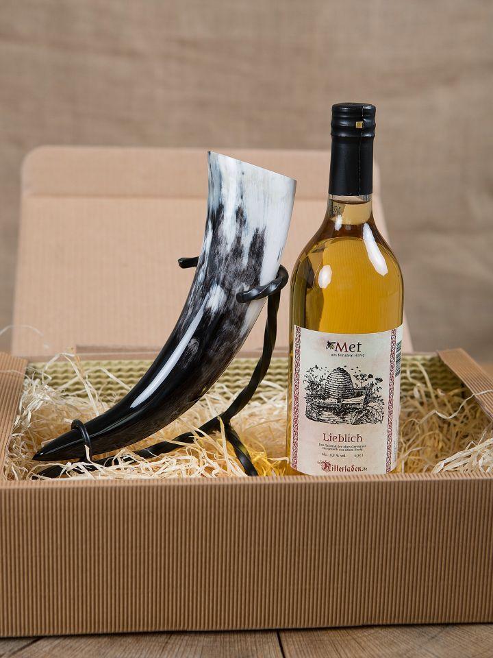 Geschenkbox mit Met, Trinkhorn und Ständer 2