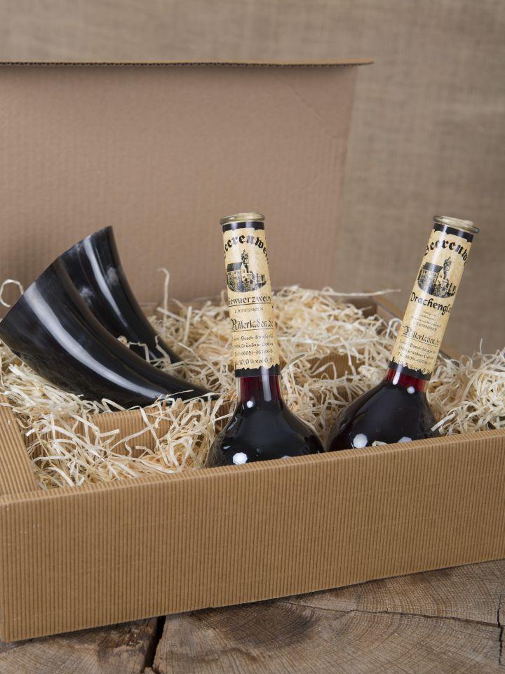 Geschenkbox mit Gewürzwein, Drachenglut und zwei Trinkhörnern 2