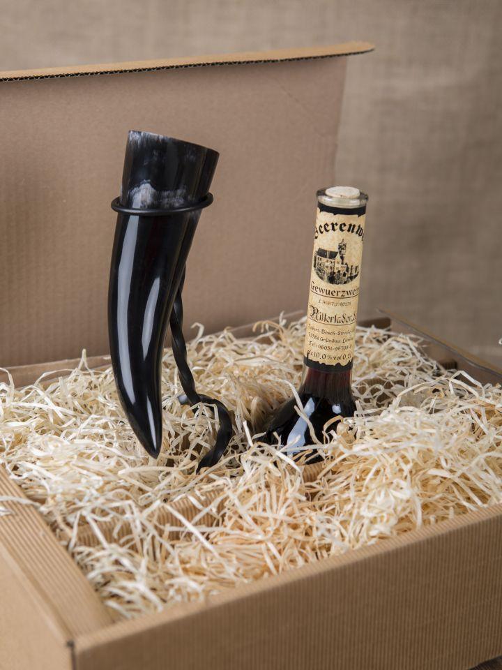 Geschenkbox mit Gewürzwein, Trinkhorn und Ständer 2