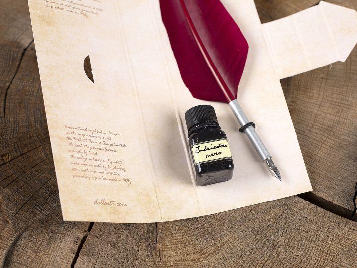 Kalligraphieset mit roter Gänsefeder und Tintenfässchen 2