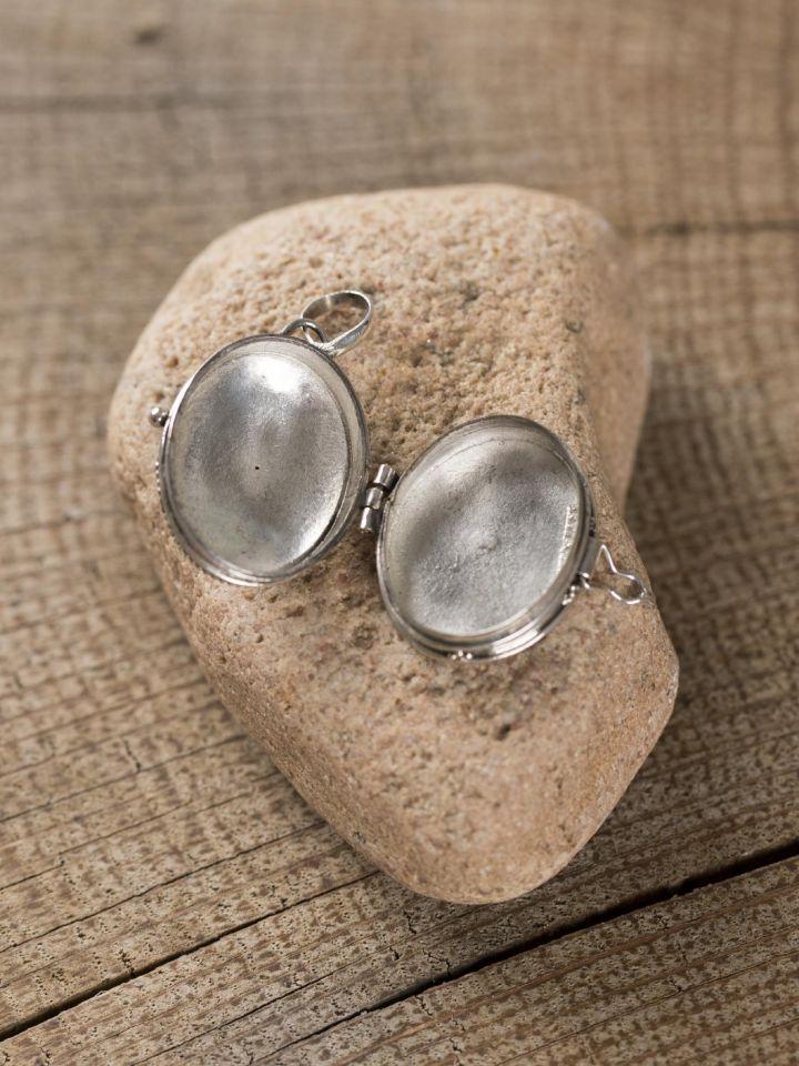 Medaillon zum Öffnen aus Silber mit Onyxstein 2