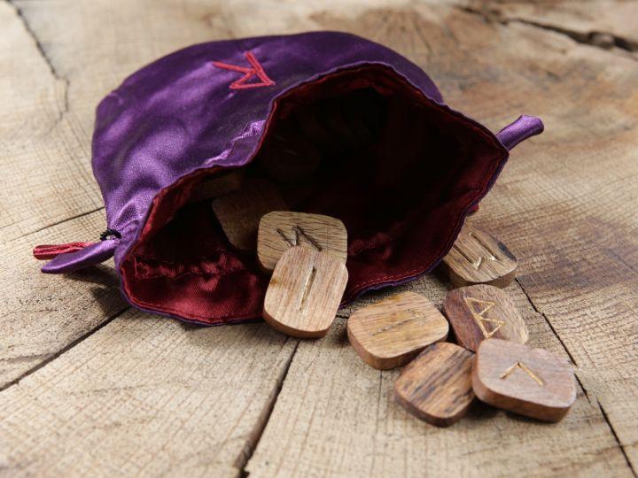Runen aus Holz - 25 Stück 2