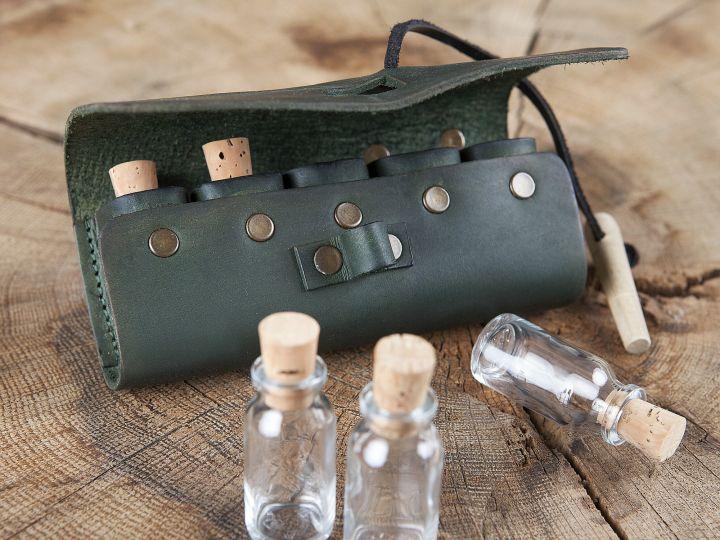 grüne Tranktasche mit 5 Flaschen 2