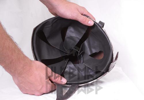 Helm-Inlet aus Leder 2