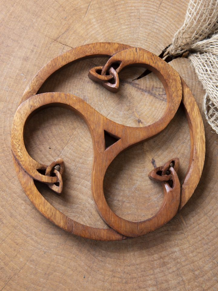 Holz-Wandschmuck Triskele mit Keltenknoten 2