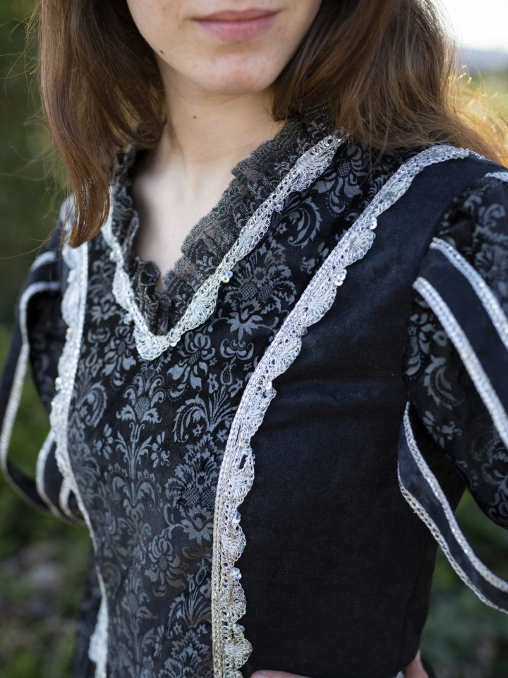 Tudorkleid schwarz 3