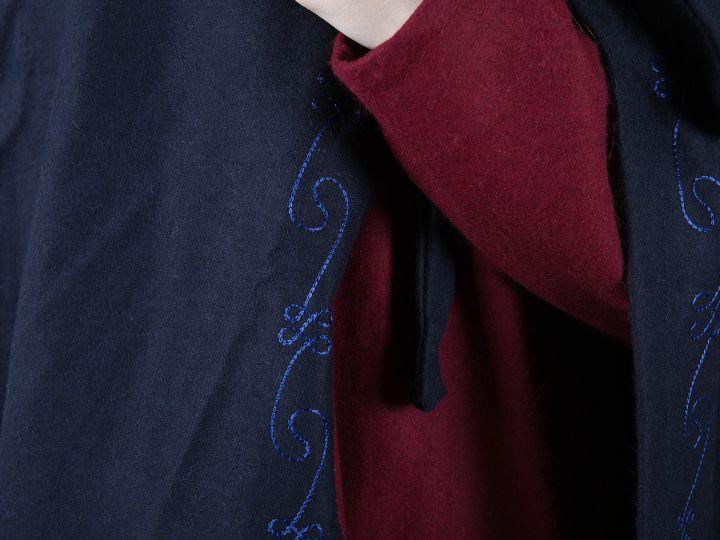 Wollumhang mit Stickerei, blau 3