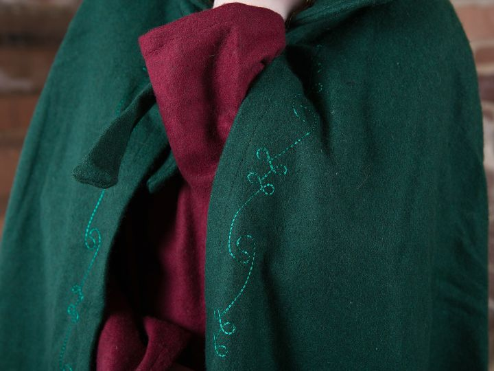 Wollumhang mit Stickerei, grün 3