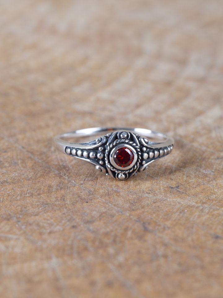Wikinger-Silberring mit rotem Zirkonia 3