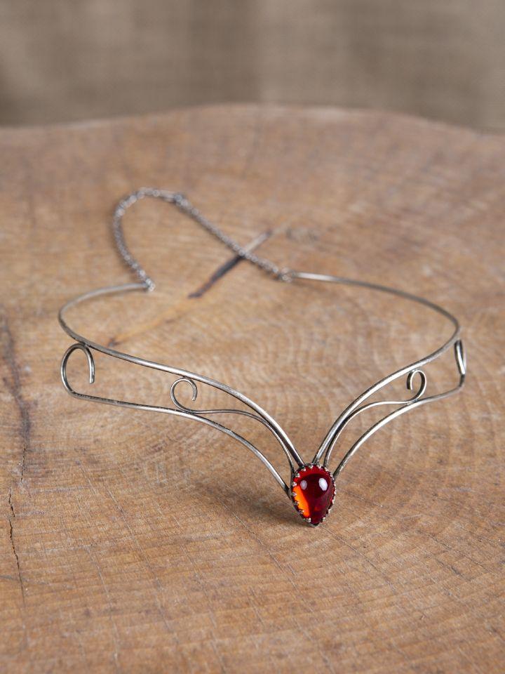 Schlichtes Diadem mit rotem Stein 3