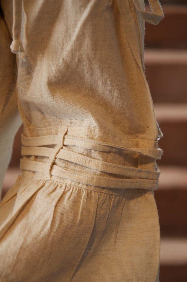 Bluse mit verstellbaren Trägern, natur M 3