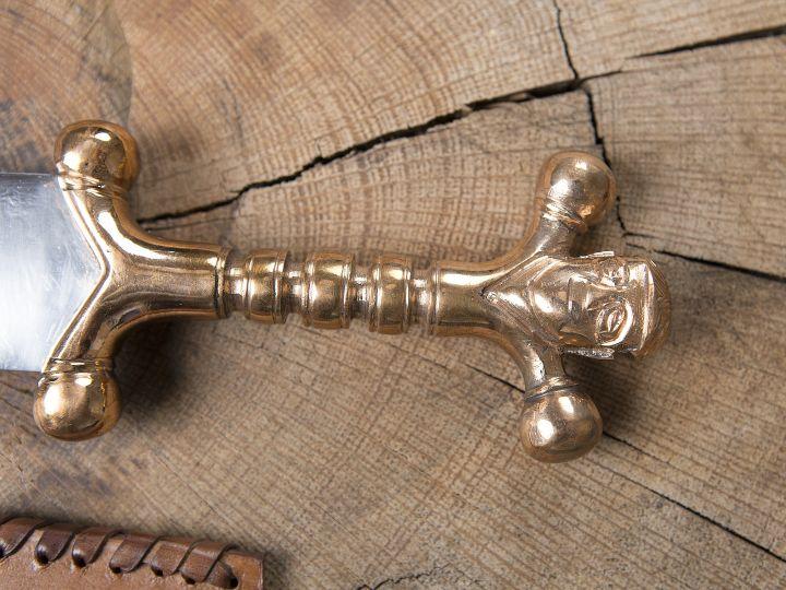 Keltischer Dolch mit Bronzegriff 3