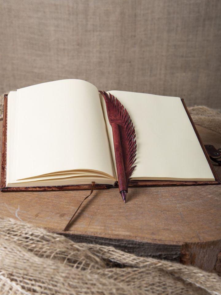 Lederbuch mit Federhalter rot, mittel 3