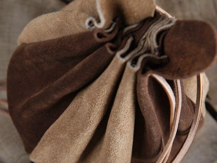 Beuteltasche zum Umhängen - aus Leder 3