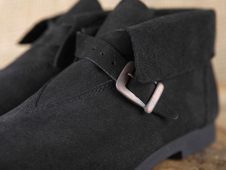 Historische Schuhe mit Schnalle 3