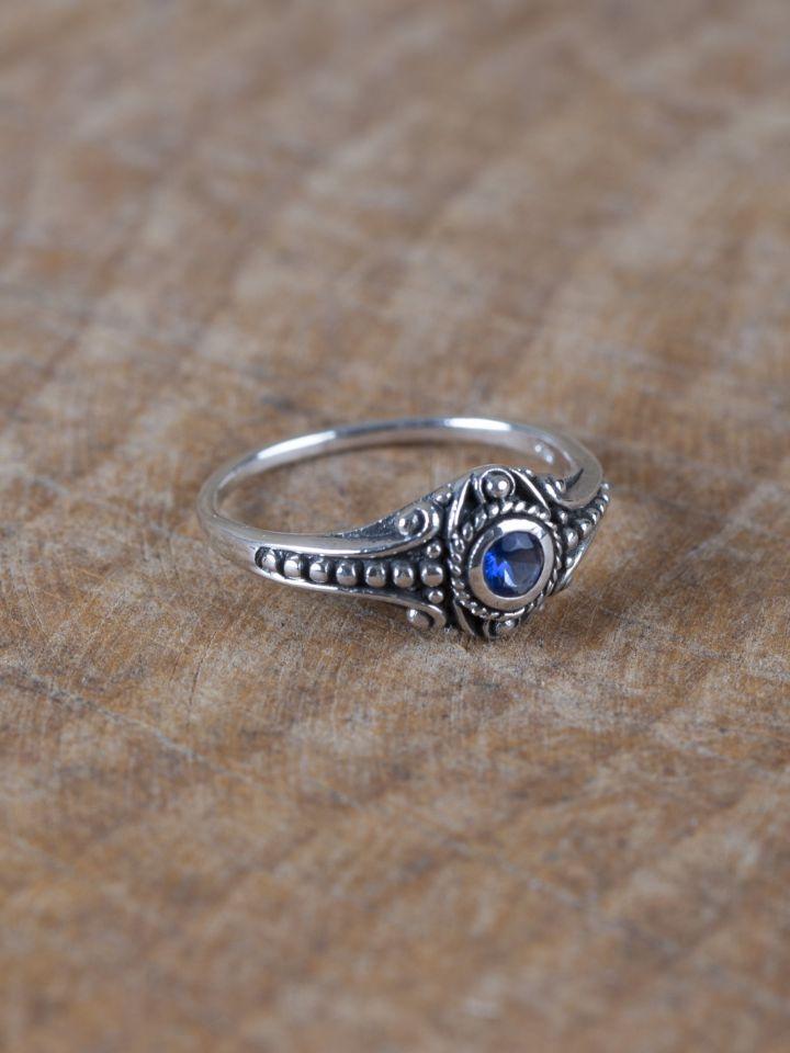 Wikinger-Silberring mit blauem Zirkonia 3